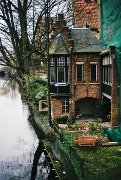 River House, Bruges, Belgium photo via aways. I'd like to go to Bruges Oh The Places You'll Go, Places To Travel, Places To Visit, Beautiful World, Beautiful Homes, Beautiful Places, Beautiful Pictures, Magic Places, River House