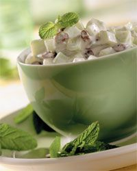 Insalata di cetrioli all'orientale con uvetta e menta   Cucina