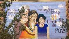 Obra anónima en la Ágora Juan Andrés, un espacio liberado del barrio del Raval en memoria a Juan Andrés Benítez, asesinado por la policía el 5 de octubre de 2013. Esta imagen es claramente impactante tanto por su representación y significado como por su técnica y uso del color. #ArtSocietatEducació2016 #graffiti