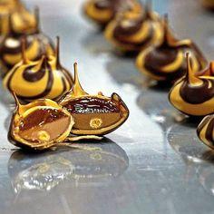 The Tigers Volcano  Satled caramel filling Caramel ganache Hazelnut praliné with crunchy roasted biscuits  #biscuit #hazelnut #caramel #volcano #chocolate #chocolateart #pastry #pastrychef #martindiez #pastrytrotter #chef #cheflife #artfood #create #share #instashare