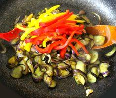만물상에 소개된 쫄깃한 파프리카 가지볶음 만드는 법 Ratatouille, Stuffed Peppers, Vegetables, Ethnic Recipes, Food, Stuffed Pepper, Vegetable Recipes, Eten, Stuffed Sweet Peppers