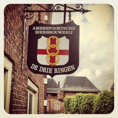 Stadsbrouwerij De Drie Ringen in Amersfoort Pub Signs, Shop Signs, Blade Sign, Hemel Hempstead, Old Pub, Bruges, Utrecht, Local Artists, Brewery