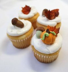 acorn and fall inspired cupcake toppers (by sugar and stripes co) via emmaline bride #handmade #acorns #fall #wedding #cupcakes