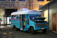 Students convert 1988 Ford short bus into rolling tiny home! Bus Motorhome, Rv Bus, School Bus Camper, Old School Bus, School Bus Conversion, Camper Conversion, Ambulance, Converted Bus, Bus Living