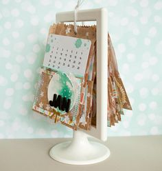 Total easy: persönlicher Kalender! Mit Bildern und Pappe total fix zu basteln. Hier mit einem Bilderrahmen von Ikea
