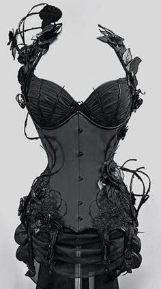 SRSLY Steampunk stunning corset - I love that it is industrial, Gothic and still very feminine Steampunk Mode, Style Steampunk, Gothic Steampunk, Steampunk Fashion, Gothic Fashion, Look Fashion, Gothic Corset, Burlesque Corset, Overbust Corset