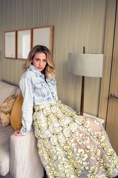 Hustlers' Lili Reinhart on Never Wearing Low-Rise Jeans & All That Fake Vomit Teen Choice Awards, Low Rise Jeans, Lili Reinhart And Cole Sprouse, Betty Cooper, Celebs, Celebrities, Belle Photo, Beautiful Actresses, Costume Design
