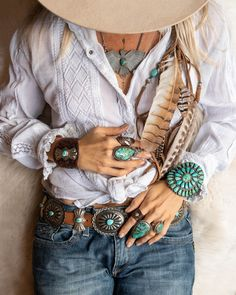 Boho clothes, jewelry and bags have rocked the fashion world. Boho has been immensely popular both with celebrities with masses alike. Let us look over on Boho Boho Gypsy, Gypsy Style, Hippie Style, Hippie Boho, My Style, Boho Style, Mode Hippie, Bohemian Mode, Bohemian Clothing