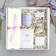 Here at Teak & Twine, we specialize in creating highly personalized and wow-worthy gift boxes. Our first priority is to understand your needs and to exceed your expectations, whether you are ordering one custom gift box or hundreds of them.