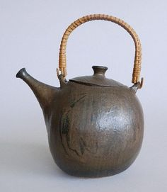 Toshiko Takaezu (American 1922-2011) - Teapot - ceramic vessel, monogrammed on the bottom. 7''h Provenance: John Paul Miller Collection, Cleveland, Ohio.
