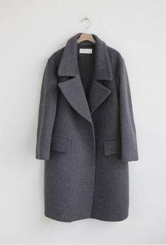 Winter grey coat / manteau gris // Death by Elocution Minimal Chic, Minimal Fashion, Minimal Classic, Classic Style, Noora Style, Noora Skam, Mantel Outfit, Pijamas Women, Casual Mode