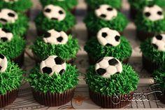 soccer cupcakes Soccer Cupcakes, Soccer Birthday Cakes, Soccer Cake, Cupcakes For Boys, Giant Cupcakes, Soccer Party, Themed Cupcakes, Boy Birthday, Soccer Baby Showers