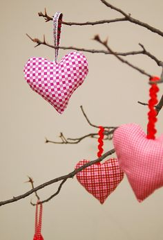 Cute pattern for heart ornaments from MAKE