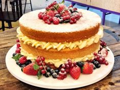 Naked Cake - Learn How To Make 3 Irresistible Recipes- Naked Cake – Aprenda a fazer 3 receitas irresistíveis Naked Cake Amazing Recipes For Your Party 4 - Sweet Recipes, Cake Recipes, Dessert Recipes, Köstliche Desserts, Delicious Desserts, Beautiful Cakes, Amazing Cakes, Bolos Naked Cake, Nake Cake
