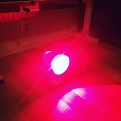 The newest Gear in the FLOP! A very ndifferent Christmas gift: an infrared lamp!! What is it good for?  Near infrared light therapy is also often referred to as photobiomodulation LLLT biostimulation photobiostimulation or a lot of other cool sounding terms!   The fact is however it is all the simple application of red light and / or  near infrared energy to the body. This energy (radiation) causes warmth and increase blood supply and metabolic turnover and it feeds the mitochondria causing…