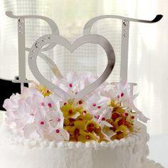 Cake topper con iniciales y corazón