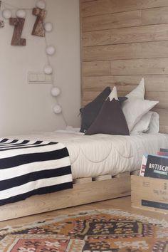 Nico from EBYM sleeping room with Zizzz duvet. Duvet, Bed Pillows, Pillow Cases, Sleep, Friends, Room, Down Comforter, Pillows, Amigos