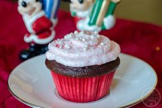 Peppermint Cupcakes are a fan favorite Walt Disney World holiday snack. They are also easy to make at home to celebrate the Christmas season. Spring Cupcakes, Fun Cupcakes, Peppermint Cupcakes, Disney Snacks, Holiday Snacks, Disney Springs, Cupcake Recipes, Walt Disney World, Sweet Treats