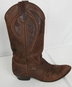 Vtg Womens B Wild Pair Brown Leather Cowboy Western Boots Majorette Riding Cowboy Western, Western Boots, Cowboy Boots, Leather Design, Suede Heels, Brown Boots, Tuesday, Brown Leather, Ankle Boots