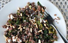 Yhden astian terveysruoka: kvinoa-lehtikaalipilahvi - One pot Kale and Quinoa Pilaf (in English here: http://food52.com/blog/8182-a-grain-a-green-a-bean)