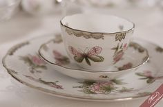 An overview of the Herend fine china services. Use this site to discover the variations of Herend fine china decors. Serveware, Tableware, Wedding Gifts, Wedding Ideas, Timeless Wedding, Fine China, Tea Cups, Porcelain, Wedding Day Gifts