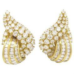 Gorgeous 12 Carat Diamond 18k Gold Cocktail Earrings