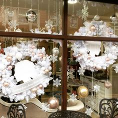 Christmas window display, created by icatcha Design and Display