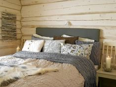 Love the colors Wood Bedroom, Bedroom Furniture, Bedroom Decor, Solid Wood Furniture, Cozy House, Hygge, Interior Styling, Bed Pillows, Sweet Home