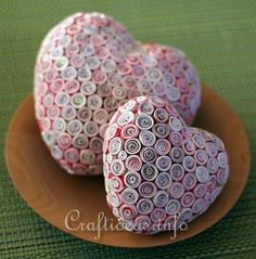 paper quilling by lana bates Valentine Day Crafts, Be My Valentine, Easter Crafts, Holiday Crafts, Quilled Paper Art, Paper Craft, Decor Crafts, Diy Crafts, Quilling Craft