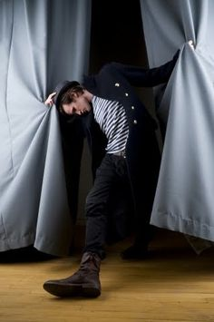 {I read a comment that stated Matt Smith moves like he is constantly surprised by how his limbs move~lol this pic pretty much confirms that --- explains so much} --- Quite flexible isn't he? 0_0