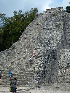 Steile, 42 Meter hohe Nohoch Mul Pyramide auf der Halbinsel Yucatan, Mexiko