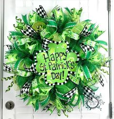 Deco Mesh St Patricks Day Wreath - Shamrock Wreath - Happy St Patricks Day Wreath - St Patricks Door Decor by WreathsEtcbyLisa on Etsy (Diy Wreath Mesh) Diy St Patricks Day Wreath, Happy St Patricks Day, Saint Patricks, Wreath Crafts, Diy Wreath, Wreath Ideas, Wreath Making, St Patrick's Day Decorations, St Paddys Day