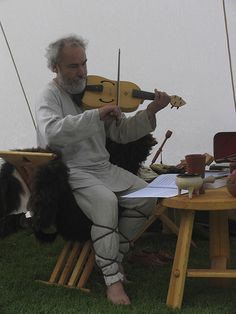 Viulunsoittaja - Fiddle player, Hämeen keskiaikamarkkinat 2014 - Häme Medieval Faire 2014, © Piela Auvinen