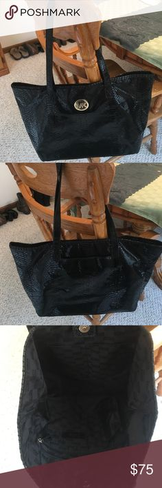 Michael kors tote Used Michael kors tote has visible signs of wear on handles. But is still in good used condition. No rips tares or stains on tote. Michael Kors Bags Totes