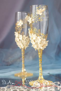 Ivory & gold wedding glasses from the collection Art by DiAmoreDS