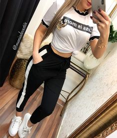 Crop Top Outfits, Sporty Outfits, Outfits For Teens, Trendy Outfits, Cool Outfits, Fashion Outfits, Shotting Photo, Stylish Dress Designs, Elegant Bridesmaid Dresses