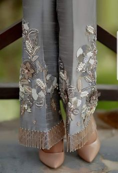 Women formal pants, grey cotton silk with handwork, pants, women clothing - Hosen Fashion Pants, Fashion Dresses, Mode Unique, Mode Abaya, Formal Pants, Indian Fashion, Womens Fashion, Ladies Fashion, Fashion Fashion
