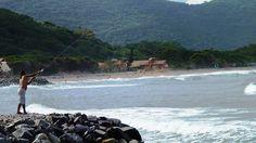 20 Playas Imperdibles de Búzios, Brasil | Viajobien.com Praia da Armação Lugar donde surgieron las primeras casas de pescadores. Las tradiciones y la arquitectura se mantienen intactas desde entonces. Está localizada entre las praias do Canto y Ossos, y tiene una extensión de 2 km.