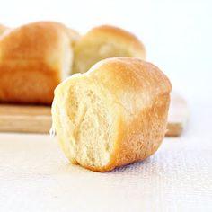 Butter Buns/Dinner rolls - recipe from Roxanashomebaking.com