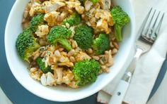Brown rice with chicken and broccoli - Lean protein, greens and whole grains all in this one-pot weeknight meal. Make sure to cut chicken and broccoli into bite-size pieces so they'll cook evenly. Broccoli Recipes, Rice Recipes, New Recipes, Whole Food Recipes, Chicken Recipes, Cooking Recipes, Healthy Recipes, Chicken Broccoli, Broccoli Rice