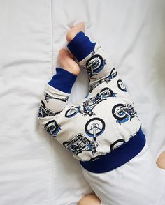 These motorbike harems are perfect for little ones who are wriggle bums. Handmade with organic fabric that is soft against delicate skin 💙 Now available to buy from my Not on the high street in sizes 0-6m- 6years @notonthehighstreet • • • #motorbike #organic #organiccotton #organicclothing #babylegs #noths #babyfashion #babyootd #babystyle #babyclothes #babyonlineshop #childrensfashion #childrenswear #minimedley