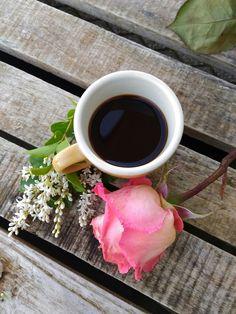 HACER Coffee Vs Tea, Coffee And Books, I Love Coffee, Coffee Cafe, Coffee Drinks, Good Morning Coffee, Coffee Break, Coffee Flower, Coffee Heart