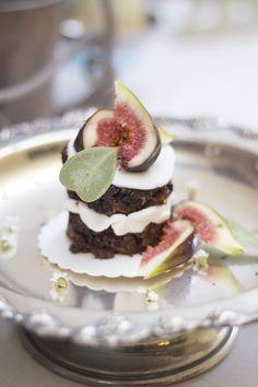 Mini-kage med figner - måske lidt mere overskuelig at lave end den anden kage, stadig 'kødfuld' og lækker... lidt 'vild', ligesom billederne som vi lader os inspirere af... Lader, Panna Cotta, Group, Mini, Ethnic Recipes, Food, Food Drink, Meals