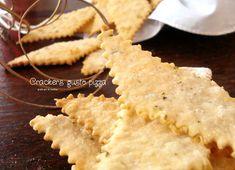 Crackers gusto pizza con esubero di pasta madre http://blog.giallozafferano.it/graficareincucina/crackers-gusto-pizza-con-esubero-di-pasta-madre/