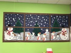 Learn how to make Easy and Fun Christmas Decorations for the Classroom - Bulletin Boards. These are great holiday crafts for kids to make in the classroom winterbulletinboards Creative Bulletin Boards, Christmas Bulletin Boards, Christmas Classroom Door, Winter Bulletin Boards, Preschool Bulletin Boards, Preschool Christmas, Christmas Crafts, Christmas Decorations For Classroom, December Bulletin Boards
