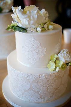 wedding cake by petalsweet