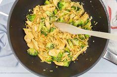 Pad see ew Thai Recipes, Asian Recipes, Dinner Recipes, Pad See Ew, Spatzle, Macaroni, Broccoli, Risotto, Noodles