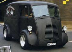 The Vans are back in town British Morris j-type van Vintage Vans, Vintage Trucks, Classic Trucks, Classic Cars, Van 4x4, Jaguar E Typ, Step Van, Shop Truck, Panel Truck