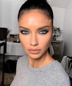 Beauty makeup looks ideas for prom to make you stand of from the prom, natural makeup looks, Fall makeup ideas, Sexy makeup ideas, eyeshadow makeup ideas Prom Makeup Looks, Glam Makeup Look, Natural Makeup Looks, Gorgeous Makeup, Beauty Makeup, Hair Makeup, Dead Gorgeous, Absolutely Gorgeous, Grey Eyeshadow