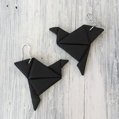 Origami bird earrings black Origami lintu -korvakorut mustat made by CherryAnn Suomalaista käsityötä/ Made in Finland www.madebycherryann.com Instagram @madebycherryann Facebook Made by CherryAnn